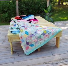 How I built simple outdoor sun loungers with changeable back rests for our deck. Way, way, WAAAAY back I was a little girl who spent the majority of every summe… Diy Vanity Lights, Ikea Toy Storage, Picnic Blanket, Outdoor Blanket, Diy Planter Box, Wood Stars, Woodworking Projects, Diy Projects, Rockler Woodworking