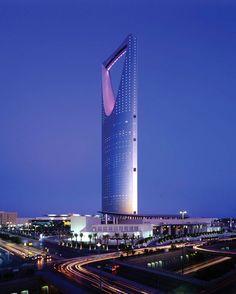 Four Seasons Hotel Riyadh at Kingdom Centre offer luxury accommodations, exceptional views and contemporary cuisine enhanced by Arabic hospitality. Futuristic Architecture, Contemporary Architecture, Amazing Architecture, Architecture Design, Amazing Buildings, Modern Buildings, Famous Buildings, Riyadh Saudi Arabia, Riad