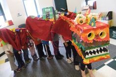 Make a Chinese New Year Dragon Doing this for our Multicultural Festival! Chinese New Year Crafts For Kids, Chinese New Year Dragon, Chinese New Year Activities, Chinese New Year Party, Chinese Crafts, New Years Activities, Year Of The Dragon, Chinese Art, Preschool Activities