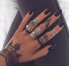 Though this dramatic henna design may not be permanent, it still packs quite the punch.Image via Pinterest | MyBodiArt.