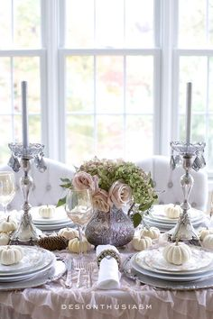 A soft and pretty vintage tablescape brings a romantic touch to your Thanksgiving table. For ideas for breaking out of the typical holiday mode, check it out here | #Designthusiasm