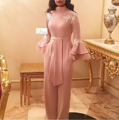 Source by gowns hijab Hijab Evening Dress, Hijab Dress Party, Lace Evening Gowns, Prom Dresses Long With Sleeves, Pink Prom Dresses, Formal Dresses, Party Dresses, Wedding Dresses, Abaya Mode