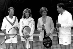 1988-06-10 Diana poses with David Verney (Lord Willoughby De Broke), Steffi Graff and Club Secretary Charles Swallow at the Vanderbilt Racquet Club in London prior to a double match