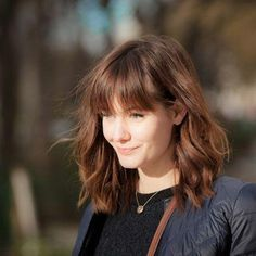 Medium Long Length Haircuts with Bangs Medium haircut with bangs looks very attractive. Hairstyles with bangs are very versatile and popular among women. For example, they can hide wrinkles on your forehead, while adding extra hairstyle… Long Length Haircuts, Medium Haircuts With Bangs, Medium Hair Cuts, Hairstyles With Bangs, Medium Hair Styles, Curly Hair Styles, Bangs Short Hair, Haircut For Medium Length Hair, Bang Haircuts