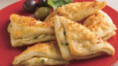 Cheese Crescent Triangles Recipe: Tender crescent bites hold a warm, cheesy filling in a crowd-pleasing appetizer. Crescent Roll Recipes, Crescent Rolls, Appetizer Dips, Appetizer Recipes, Cheese Appetizers, Cheese Recipes, Pillsbury Recipes, Tasty, Yummy Food