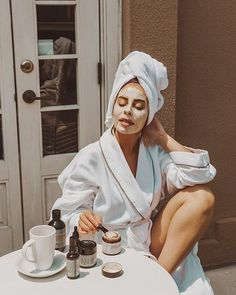Gesichtsmaske und Hautpflege von Emily Vartanian – Di… Face Mask and Skin Care by Emily Vartanian – Diy skin tightening – Face Skin Care, Diy Skin Care, Skin Care Tips, Skin Tips, Skin Care Masks, Skin Mask, Clear Skin Face, Loción Facial, Burt's Bees