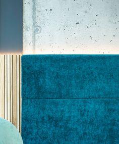 Materialmix, Beton - Stoff - Eichenstäbchen, grau, Design by id Werkstatt, Gastronomieeinrichter