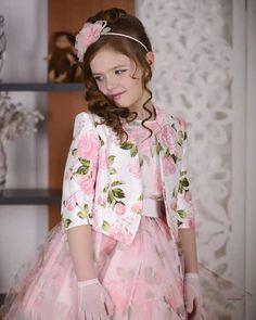 Школьная форма Нижний Новгород @nn_stillini Instagram . Какого бы цвета не была роза, она всегда останется королевой цветов🌹 . Приятных вам выходных! . --... #yooying
