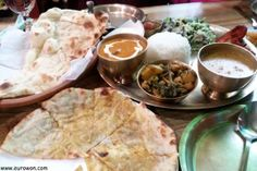 Comida nepalí en un restaurante indio de Seúl.