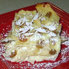 Hungarian Baked Dessert Noodles Recipe - Rakott Teszta or Rakott Metelt Hungarian Desserts, Hungarian Cuisine, Hungarian Recipes, Hungarian Food, German Recipes, Banana Dessert, Dessert Bread, Noodle Recipes, Ramen Recipes