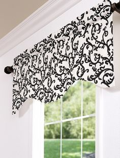 valance with curved bottom edge, no gather