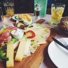 Das Frühstück bei Herr Pimock ist besonders bei Langschläfern beliebt, Köln - Belgisches Viertel Cheese, Cologne, Anna, Food, Baked Goods, Food Food, Best Scrambled Eggs, Travel, Most Popular
