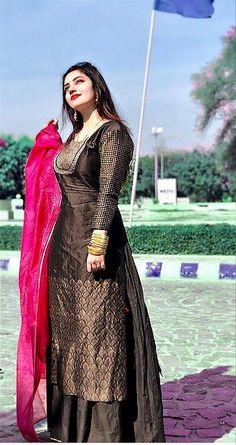 Fancy Dress Design, Stylish Dress Designs, Designs For Dresses, Stylish Dresses, Salwar Kurta, Indian Salwar Kameez, Sharara, Patiala, Anarkali