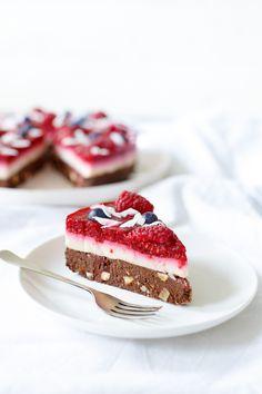 De OH MY berry bounty pie. Een glutenvrij én lactosevrij feestje op je bord. En dat zeg ik niet zo maar, want dit is een recept van Marike, van de blog Oh my pie. Een ware koningin op het gebied van glutenvrije taarten. Dagelijks zie ik haar waanzinnige creaties op Instagram voorbij komen. Deze dame eet …