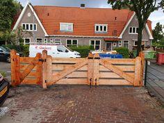 - Landhek hout - Poort lariks douglas - Houten poort boerderij Shed, Outdoor Structures, Cabin, House Styles, Home Decor, Lush, Decoration Home, Room Decor, Cabins