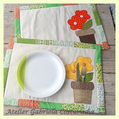 Spring has sprung Mug Rug Patterns, Applique Patterns, Table Runner And Placemats, Quilted Table Runners, Quilting Projects, Sewing Projects, Fabric Crafts, Sewing Crafts, Plate Mat