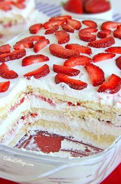 Bake Strawberry Icebox Cake Looking for a quick and easy Spring/Summer dessert recipe? Try out delicious No Bake Strawberry Icebox Cake !Looking for a quick and easy Spring/Summer dessert recipe? Try out delicious No Bake Strawberry Icebox Cake ! Easy Summer Desserts, Summer Dessert Recipes, Strawberry Dessert Recipes, Strawberry Ice Recipe, Köstliche Desserts, Delicious Desserts, Yummy Food, Frozen Desserts, Angel Food Cake Desserts