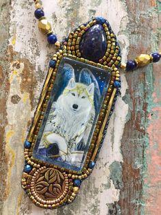 Een persoonlijke favoriet uit mijn Etsy shop https://www.etsy.com/nl/listing/503397034/angel-wolf-necklace