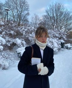 I Love Winter, Fall Winter, Self Photography, Lawyer Outfit, Ski Season, Winter Photos, Dress Hairstyles, Ootd, Selfie Poses