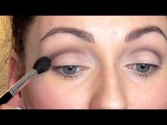 This is a really helpful video on the topic of lilac 5 make-up tips: a flawless make-up in the heat eyes Copy 10 Winter Makeup Looks This Year Copy 10 Winter Makeup Looks This Year – UK # French braids, winged eyeliner, red … Makeup Tricks, How To Clean Makeup Brushes, Makeup Tutorials, Eyeshadow Looks, Makeup Eyeshadow, Tutorial Eyebrow, Make Up Ojos, Lilac Hair, Winter Makeup
