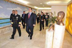 Por invitación del secretario de Marina, almirante Mariano Francisco Saynez Mendoza, el gobernador Javier Duarte de Ochoa fue invitado a participar en el seminario La seguridad y defensa nacional mexicana y las amenazas asimétricas en las fronteras en una dimensión geopolítica, celebrado este día en el Centro de Estudios Superiores Navales.