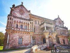 Repost from @cpurple_ : Las maravillas arquitectónicas que te encuentras por casualidad  #igersspain #ig_spain_ #loves_spain #visitspain #estaes_espania #total_spain #EstaEs_ #bnwsplash_spain #monumentalspain #total_monuments #fotomovil_es #arquitectura #instan_taneo #loves_street #road_lovers #architecture #building #cantabria #cantabriainfinita #sitiosdeespana #sitiosdeespaña #sitiazodeespaña (en Comillas Cantabria Spain)