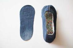청바지리폼(도안) 덧신만들기,패브릭DIY : 네이버 블로그 Sewing Slippers, Crochet Slippers, Sewing Hacks, Sewing Crafts, Sewing Projects, Shoe Refashion, Crochet Slipper Pattern, Sewing Techniques, Sewing Patterns