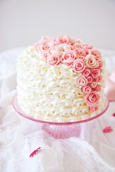 Princess Layer Cake with Pink Marzipan Roses Gorgeous Cakes, Pretty Cakes, Amazing Cakes, Buttercream Decorating, Cookie Decorating, Afternoon Tea Recipes, Gateaux Cake, Cheesecake, Cute Desserts