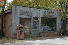 Old country store with gas pump. I would die from happiness if I could take what I wanted from there!