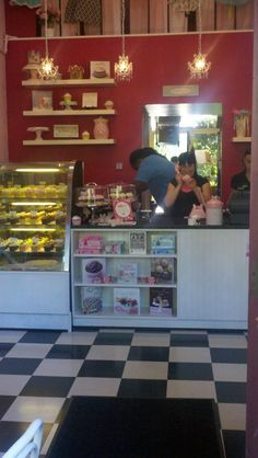 Luv this design for a cupcake shop!