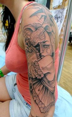 Lea Nahon tattoo artist from Brussels, Belgium.