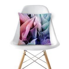 Compre folhas coloridas de @tutticelle em almofadas de alta qualidade. Incentive artistas independentes, encontre produtos exclusivos.
