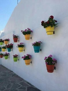 Vertical Garden Design on Balcony Wall - Unique Balcony & Garden Decoration and Easy DIY Ideas Mexican Garden, Mexican Patio, Mexican Wall Decor, Mexican Restaurant Design, Mexican Style Decor, Spanish Garden, Outdoor Walls, Outdoor Decor, Outdoor Wall Decorations