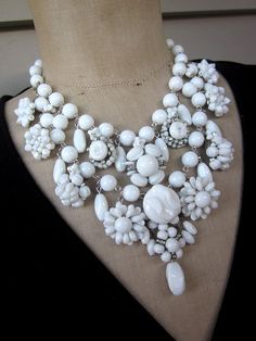 Vintage Necklace, Wedding Necklace, Milk Glass Necklace - Snow White. By Rebecca3030 on Etsy