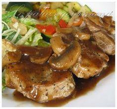 Une autre excellente recette prise chez, Doumdoum se régale , la viande est tendre et la sauce est super. 1 filet de porc, le gras enle... Pork Recipes, Crockpot Recipes, Cooking Recipes, Healthy Recipes, Breaded Pork Chops, Pork Fillet, Clean Eating, Healthy Eating, Pork Tenderloin Recipes