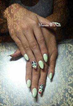 Nails almond