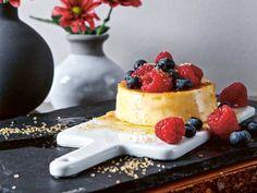 Flan de huevo - en riktig favoritdessert   Aftonbladet Flan, Creme Brulee, Pavlova, Cheesecake, Desserts, Eggs, Caramel, Pudding, Tailgate Desserts
