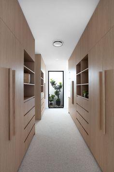 Gallery of Amaroo House / Alexandra Buchanan Architecture - 35 Walk In Wardrobe, Walk In Closet, Luxury Wardrobe, Wardrobe Ideas, Buchanan, Home Designer, Walk In Robe, New Builds, Architecture