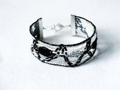 bracelet handmade bobbin lace out of bead yarn black by UliBaysie, €24.90