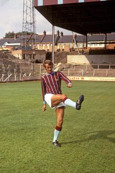 Cliff Jackson of Crystal Palace in Crystal Palace Fc, Vintage Football, The Good Old Days, Football Soccer, Football Shirts, Cliff, Old And New, Red And Blue, Jackson
