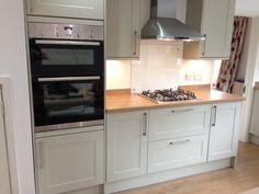 Kitchen Laminate, Kitchen Cupboards, Laminate Flooring, Small Modern Kitchens, Colour Schemes, Kitchen Design, Home Improvement, Layout, Nice