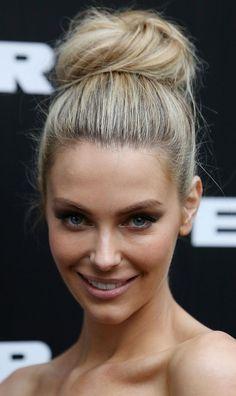 Jennifer Hawkins top knot ballerina bun and natural makeup - flawless!!!