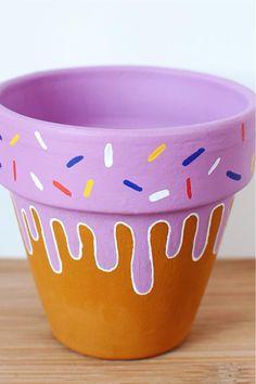 Flower Pot Art, Flower Pot Design, Flower Pot Crafts, Terracotta Flower Pots, Clay Flower Pots, Clay Pots, Painting Terracotta Pots, Clay Pot Projects, Clay Pot Crafts