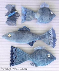 New Cost-Free Upcycled Denim Fish von Vintage with Laces - Tips I love Jeans ! And much more I like to sew my own Jeans. Next Jeans Sew Along I'm going to show Denim And Lace, Artisanats Denim, Denim Purse, Denim Skirt, Jean Crafts, Denim Crafts, Diy Upcycled Art, Upcycled Furniture, Furniture Ideas