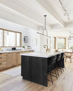 House scandinavian kitchen design your kitchen, interior desig Black Kitchen Island, Black Kitchen Cabinets, Kitchen Island Lighting, Black Kitchens, Home Kitchens, Kitchen Islands, Kitchen Sinks, Wood Cabinets, Kitchen Peninsula
