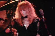 Stevie onstage, wearing all black and looking gorgeous; 'Rumours' era  ♪♫•*¨*•.¸¸☆♥❤♥☆¸¸.•*¨*•♫♪