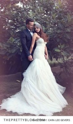 Such a unique wedding dress! See full wedding on theprettyblog.com | Photographer: Cara Lee Gevers | Dress: Julia Ferrandi | Make-Up: Lisa Bailey | Simbithi Country Club