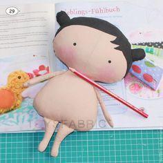 Casa Chervezhonka: Costura til Cutie: uma master class sobre o corpo. Felt Doll Patterns, Crochet Doll Pattern, Tiny Dolls, Soft Dolls, Tilda Toy, Fabric Toys, Sewing Dolls, Doll Tutorial, Waldorf Dolls