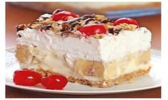 Easy No Bake Banana Split Dessert Recipe. Easy No Bake Banana Split Dessert Recipe. This creamy Banana Split dessert is a family favorite! Delicious, rich and creamy, with all the ingredients you love in a banana split . No Bake Banana Split Dessert Recipe, Banana Dessert Recipes, Easy Desserts, Delicious Desserts, Yummy Food, Easy Sweets, Easy Baking Dessert Recipes, Healthy Desserts, Christmas Dessert Recipes