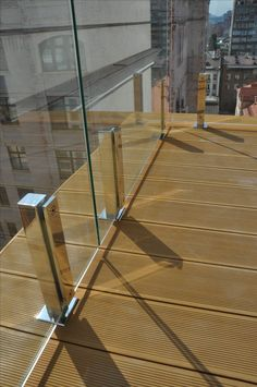 Glass railings Стеклянное ограждение балкона Staircase Remodel, Staircase Railings, Deck Railings, Glass Handrail, Glass Balustrade, Deck Railing Design, Staircase Design, Glass Balcony Railing, Stainless Steel Railing